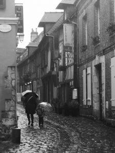 france-street-scene-umbrellas
